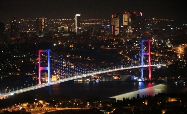 """15 Temmuz Şehitler Köprüsü'nde """"4'lü Zirve"""" renkleri"""