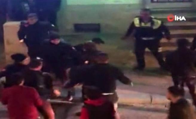Asker uğurlaması yapan grupla polis arasında arbede