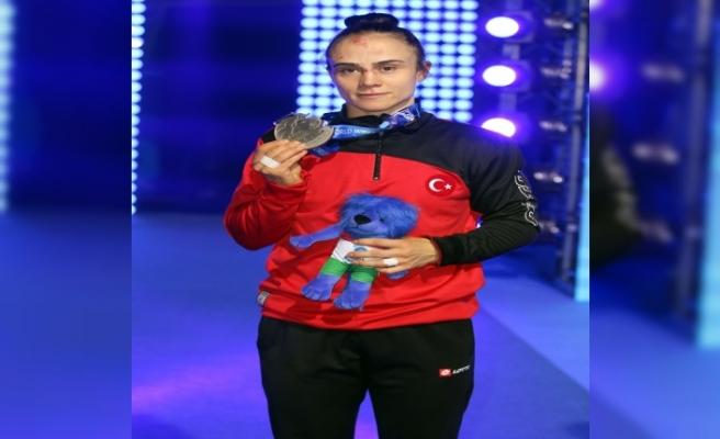 Elif Jale Yeşilırmak gümüş madalya kazandı