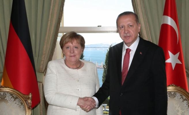 Erdoğan Almanya Başbakanı Merkel'i kabul etti