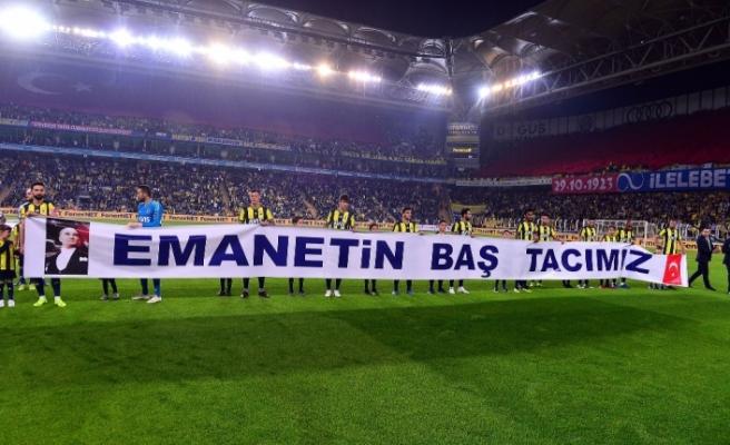 Fenerbahçeli futbolcular Cumhuriyet Bayramı'nı kutladı