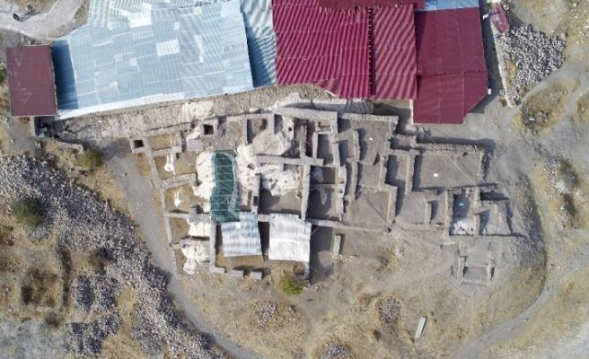 Harput Kalesinde 20 bin obje gün yüzüne çıkartıldı