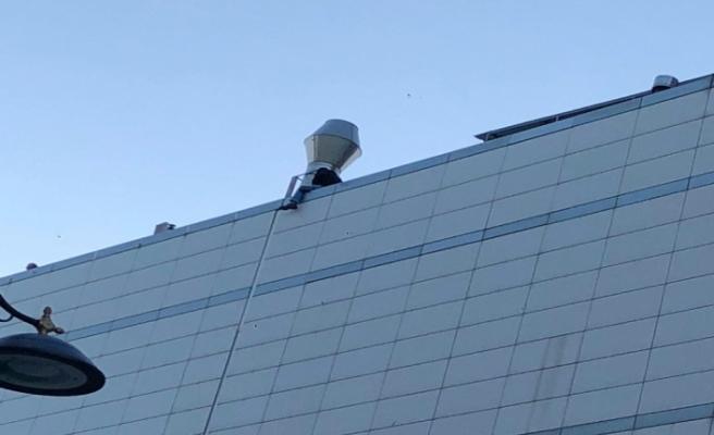 İstanbul'da AVM çatısında intihar girişimi