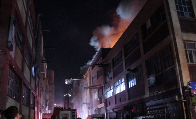 İstanbul'da iş merkezinde korkutan yangın