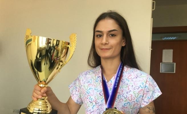 Kick boksçu hemşire Avrupa Şampiyonu oldu