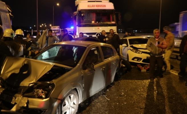 Kocaeli TEM'de 10 araç birbirine girdi: 16 yaralı