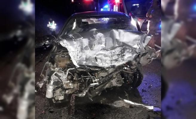 Otomobiller kafa kafaya çarpıştı: 3 ölü, 3 yaralı