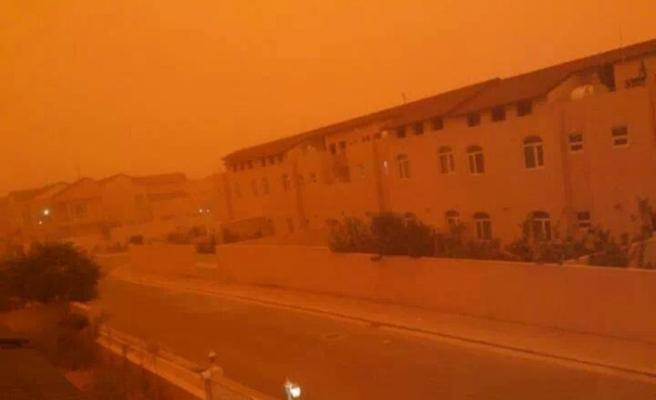 Toz fırtınası bine yakın kişiyi hastanelik etti