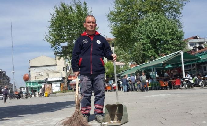 Temizlik işçisi para ve altın dolu çantayı polise teslim etti