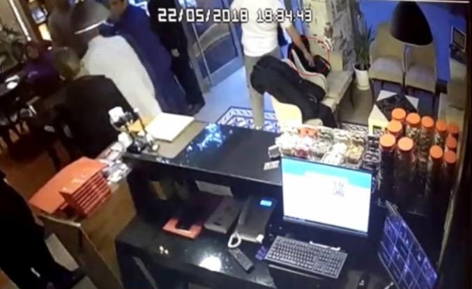 Malezyalı turistin çantasını böyle çaldı