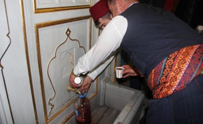 Tarihi çeşmeden Osmanlı şerbeti akıyor