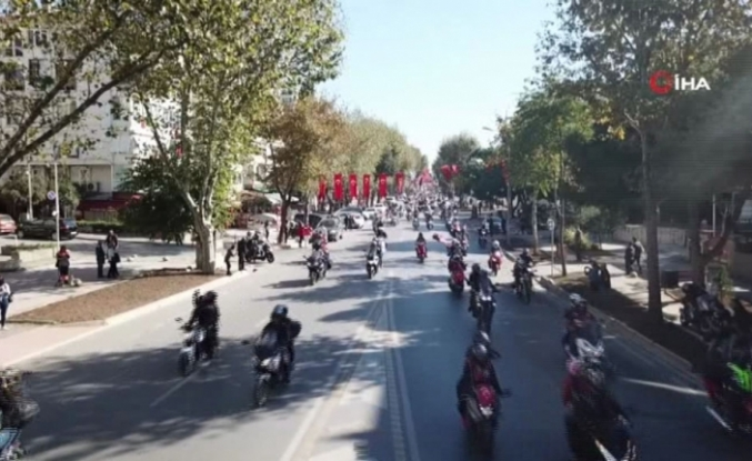 Motosikletlilerden 'Cumhuriyet' konvoyu