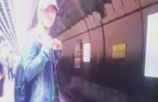 Marmaray'da trenin önüne böyle atladı